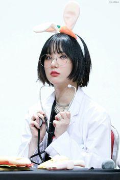 Kpop Girl Groups, Korean Girl Groups, Kpop Girls, Girls In Love, Cute Girls, Bob Hairstyles, Straight Hairstyles, Asian Hair, G Friend