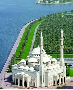 Al Noor Mosque, Sharjah is a United Arab Emirates city on the Arabian Gulf. Mosque Architecture, Sacred Architecture, Beautiful Architecture, Beautiful Buildings, Sharjah, Islamic World, Islamic Art, Beautiful Mosques, Beautiful Places