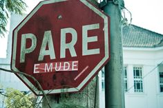 Pare, pense, e mude! - Stop, think, and change! Street Signs, Street Art, Urban Intervention, Instagram Feed, Instagram Posts, Inspirational Phrases, Welcome To The Jungle, Tumblr Wallpaper, Favorite Words