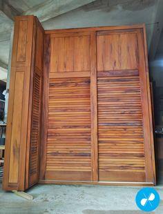 Armário com sapateira feito sob medida com Madeira de Demolição.  Visite nosso site: http://vrmarcenaria.com.br/  Ou entre em contato para orçamento: (11) 3845-5210 contato@vrmarcenaria.com.br