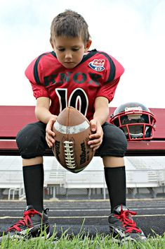 Best Football pictures ideas Beste Ideen für mehr als 25 Fußballbilder Football Poses, Football Pictures, Cheer Pictures, Sports Pictures, Cheerleader Pictures, Little League Football, Football Cheer, Youth Football, Football 101