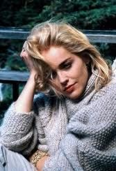 Sharon Stone as Catherine Trammel, a bisexual, serial killer and fictional writer in Basic Instinct who lusts after a detective, played by Michael Douglas, when he suspects her of murder. A controversial(at the time) but great movie! Beautiful Celebrities, Most Beautiful Women, Beautiful Actresses, Beautiful People, Sharon Stone Photos, Sharon Stone Movies, Gros Pull Mohair, Basic Instinct, Fall Chic