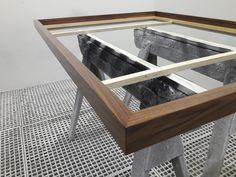 Mandala-Table aus Nussbaum Holz in der Lackierung Shelves, Home Decor, Paint Line, Art Pieces, Timber Wood, Creative, Shelving, Shelving Racks, Interior Design