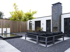 vrijstaande woning vernieuwd rijsenhout terras buiten openhaard Outdoor Spaces, Outdoor Decor, Garden Architecture, Black N White, My House, Villa, Deck, Patio, Modern