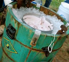 Old-fashioned homemade Ice cream-making bucket. My grandpa made the best fucking fresh peach ice cream in his! Making Homemade Ice Cream, Make Ice Cream, Ice Cream Maker, Real Homemade, Puerto Rico, Nostalgia, Sweet Memories, Childhood Memories, School Memories