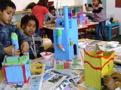 Annemarie van Ulden - bouw je eigen droomhuis en maak met elkaar een stad School Themes, Art School, Kindergarten, Skyline, India, Google, Hundertwasser, Paper Board, Goa India