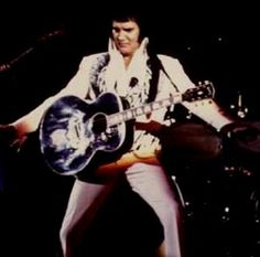 Elvis on stage in Huntsville Alabama june 1 1975