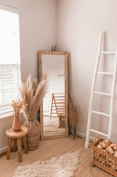 Give your bedroom decor a neutral accent with dried flowers and dried pampas grass from Image by vannusdarlings pampasgrass homedecor hyggedecor # Floral Bedroom Decor, Home Decor Bedroom, Living Room Decor, Boho Decor, 50s Bedroom, Bedroom Flowers, Flower Room Decor, Bedroom Ideas, Wicker Bedroom