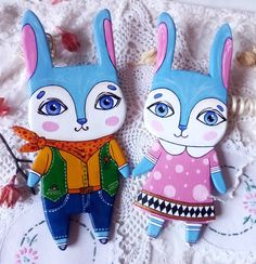 This is a wonderful set of two cute rabbits! This wall decor becomes an unusual accent in your house. Do you have siblings? Great! Rabbits will become real friends and emphasize their individuality) They are different, but friends) A couple of bunnies will be a wonderf