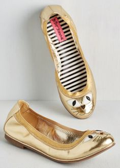 Lookin' Mighty Feline Flat in Gold. No matter where you rock these bold Betsey Johnson flats, your style is sure to be the cats meow! Cat Flats, Cat Shoes, Ballerina Shoes, Ballet Flats, Slingback Sandal, Tory Burch Flats, Womens Flats, Betsey Johnson, Me Too Shoes