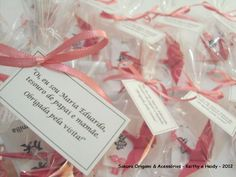 Lembrancinhas ღ Cor: Rosa ღ  http://blog.sakuraorigami.com.br/2012/05/lembrancinhas-de-nascimento-da-maria.html #artesanato
