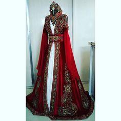 24 Likes, 1 Comments - modagaleri kaftan bindallı ( on Insta . Tulle Prom Dress, Bridal Dresses, Prom Dresses, Turkish Wedding Dress, Muslim Women Fashion, Fantasy Dress, Medieval Dress, Wedding Dress Trends, Get Dressed