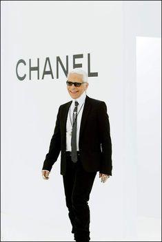 L'évolution physique de Karl Lagerfeld : le créateur en 2004 Karl Lagerfeld, Physique, Physicist, Physics, Body Types