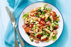 29 mei 2017 - Zoetzure augurken + mayonaise + grove mosterd in de bonus = een snelle zomerse pastasalade op deze warme avond! - Recept - Allerhande