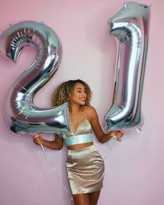 Wear new hair when birthday is coming, meet more beautiful self! Birthday Goals, 22nd Birthday, Girl Birthday, 21st Bday Ideas, Birthday Ideas, Balloon Pictures, Birthday Photography, Festa Party, Its My Bday
