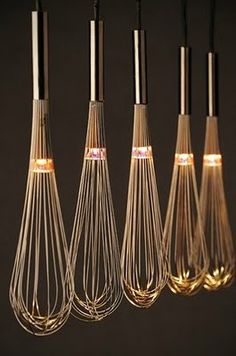 – 80 kreative Upcycling-Ideen oh, lighted whisks, i love this! could look cheesy though, in a very minimalistic and very clean kitchen above an island, it would be lovely Related Post Facade design Deco Luminaire, Luminaire Design, Lamp Light, Light Up, Diy Light, Luminaire Original, Pendant Lighting, Chandelier, Pendant Lamps