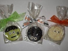 Halloween Chocolate Covered Oreos - Frankenstein Spider or Mummy. I got inspiration from this pic & made some Oreos that looked just like these. They were absolutely adorable! Halloween Oreos, Halloween Party Treats, Halloween Baking, Halloween Chocolate, Halloween Desserts, Halloween Cupcakes, Halloween Trick Or Treat, Holiday Treats, Halloween Treats For School