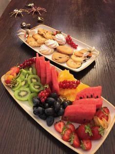 Cine mănâncă fructe 😜 like si coment cu ce va place. Cine nu, o sa aibă de-a face cu mine. 😅 www.doctorlazarescu.ro