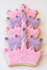 Princess Crown Cookies, Princess Party Desserts, Pink and Purple Tiara Cookies, Princess Birthday Cookies Lila Party, Festa Party, Sofia Party, 4th Birthday Parties, Girl Birthday, Birthday Ideas, Birthday Crowns, Cupcakes Princesas, Princesse Party