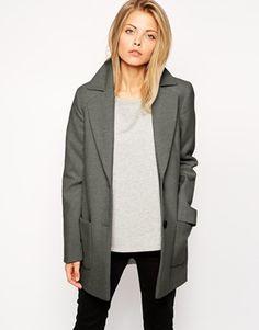 Abrigo entallado con diseño moderno de ASOS