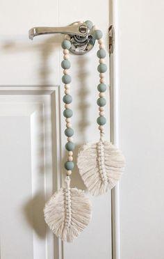 Macrame Wall Hanging Diy, Macrame Art, Macrame Projects, Macrame Knots, Macrame Curtain, Macrame Bracelets, Macrame Mirror, Micro Macrame, Loom Bracelets