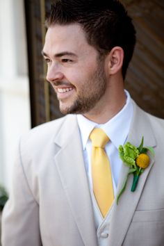 yellow tie and tan suit, without jacket -like the lighter suit . Yellow Things w yellow suit Tan Wedding, Yellow Wedding, Wedding Groom, Wedding Suits, Wedding Colors, Dream Wedding, Wedding 2015, Wedding Art, Summer Wedding