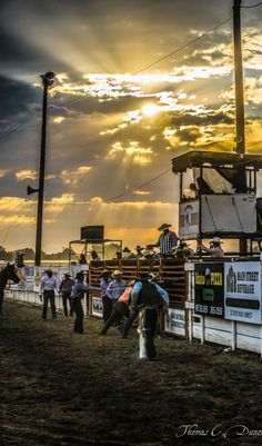 God looking down on his children and protecting them through rough life that they love Rodeo Cowboys, Real Cowboys, Way Of Life, The Life, Cowboy Photography, Country Backgrounds, Rodeo Events, Barrel Racing Horses, Rodeo Life
