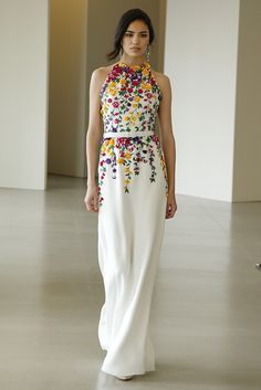 Irina Sharipova in Oscar de la Renta Resort 2016 Embroidery Dress, Beautiful Gowns, Beautiful Beautiful, Couture Fashion, 80s Fashion, Fashion Boots, Pretty Dresses, Ideias Fashion, Maxi Dresses