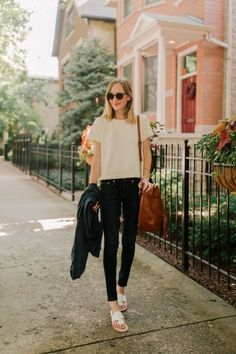 10 Latest Preppy Clothing Brands To Shop Now Black Sandals Outfit, Sandals Outfit Summer, White Sandals, Flat Sandals, Preppy Outfits, Preppy Style, Jack Rogers Outfit, Jack Rodgers Sandals, Preppy Clothing Brands