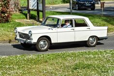 #Peugeot #404 au rassemblement mensue de Beynes. #MoteuràSouvenirs Reportage…