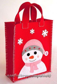 Bolsa Navidad (Mayor tamaño) #SomeChristmasDecorations Family Christmas Outfits, Christmas Gift Bags, Felt Christmas, Christmas Ornaments, Snowman Crafts, Christmas Projects, Felt Crafts, Holiday Crafts, Felt Decorations