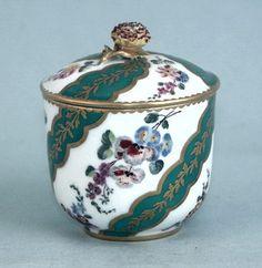 ** Hrníček na bylinkový čaj - malovaný porcelán,zlacený r.1770 **