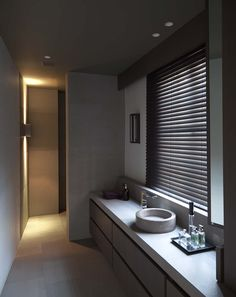 Home Decor . Interior Design Inspiration . Bathroom . Grey .