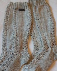 """50 Likes, 5 Comments - Nina Kurten (@villalinus) on Instagram: """"Myös tällaisella mallilla mahdollista saada ihania sukkia, varren pituus lattiasta 48cm, hinta 35e…"""""""