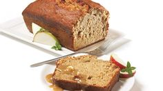 Be tempted by this easy Apple snack loaf recipe Cooking Bread, Bread Baking, Loaf Recipes, Baking Recipes, Allergies Alimentaires, Apple Snacks, Canadian Food, Loaf Cake, Sweet Bread