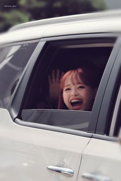 """""""here's chuu smiling to cleanse your tl"""" Kpop Girl Groups, Korean Girl Groups, Kpop Girls, Bbc, Chuu Loona, Singing In The Rain, Olivia Hye, My Destiny, Lil Pump"""