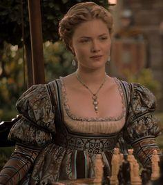 the-garden-of-delights:  Holliday Grainger as Lucrezia Borgia inThe Borgias (TV Series, 2012).