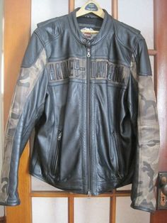 HARLEY DAVIDSON LEATHER JACKET MENS LARGE ($300.00) Pre-owned very little wear in excellent condition . Midweight leather jacket. Poly-mesh tricor lining features a camouflage print. . Body armor pockets at elbows and shoulders (armor not included). . Zipper front. Action back. Pre-curved sleeves. Zipper cuffs. Two zipper hand warmer pockets. Interior pocket system with one horizontal pocket, one vertical pocket, and one media pocket with headphone tab. Embroid...