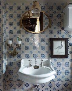 Parisien Bathroom - blue and white tiles, antique fixtures. Bad Inspiration, Bathroom Inspiration, Bathroom Ideas, Bathroom Designs, Home Design, Interior Design, Design Ideas, Design Trends, Interior Modern