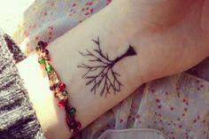Lew Oak Tree Temporary Tattoo