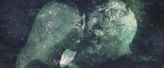 上'海 stands for a place built 'upon-the-sea', where two beings have just landed after escaping from their seven universes. In this other explanation of the origin of our world(s), we enter a set of overlapping galaxies. We are confronted with anti-laws of physics explaining the cosmology of immaterial scales. Non-human events reveal us new guidelines for our human affairs in endless cycles of creation and destruction. We are invited to imagine our own myth.