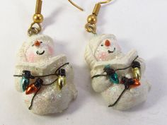 Vintage resin caroling snowman with Christmas by tendollarjewelry1
