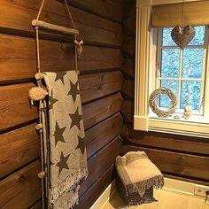 Sweet dreams #bedroom#soverom#hytte#tømmerhytte#hytteinspirasjon123 #hytteinspirasjon #cabin#cottage Moulding, Sweet Dreams, Cottage, Cabin, Curtains, Bedroom, Interior, Instagram Posts, Home Decor