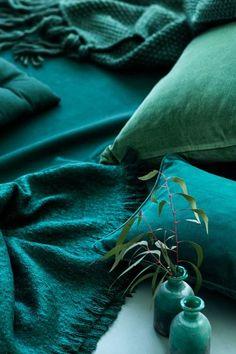 Déco vert canard : tout ce quil faut savoir Clem Around The Corner Terra Verde, Verde Jade, Pantone, Green Colors, Blue Green, Colours, Teal Blue, 2017 Colors, Deep Teal