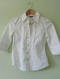 """Blusa blanca DNKY Jeans con """"ruffles"""" – volantes en el cuello – vintage –  manga 3 4 Precio inicial 20€ Llévala por 15 € Color   blanco – vintage  Estado  Muy ... 3a5ae58fd26f"""