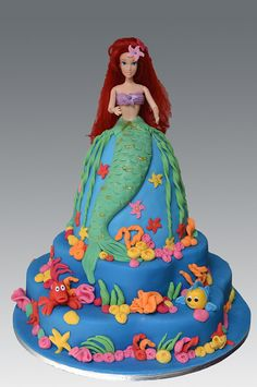 ariel Chintomby Chintomby Tredway i remember barbie cakes :] Why didn't I get this when my mom made me a barbie cake? Little Mermaid Cakes, Little Mermaid Birthday, Pretty Cakes, Cute Cakes, Awesome Cakes, Yummy Cakes, Cake Pops, Ariel Cake, Disney Cakes