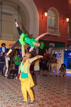 Amazing acrobatics with the Brazilian Fiesta De Buenos Aires on the second week of Porto's World Parade in Porto Cairo Mall. #LetsPorto