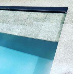 Ligzone in het zwembad / natuursteen / overloop / buffer zwembad