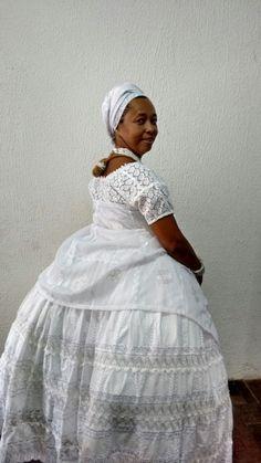 saia para candomblé  em tecido bordado com entremeios de linha branca e prata