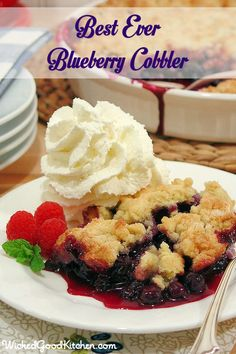 Best Ever Blueberry Cobbler ~WickedGoodKitchen. ~ The secret is in the buttery biscuit crumble topping that tastes like a cross between a buttery biscuit, pie pastry and a sugar cookie! ~ RECIPE ON SITE Blueberry Desserts, Köstliche Desserts, Gluten Free Desserts, Delicious Desserts, Dessert Recipes, Gluten Free Blueberry Cobbler, Blueberry Crumble, Blueberry Cobler, Blueberry Season